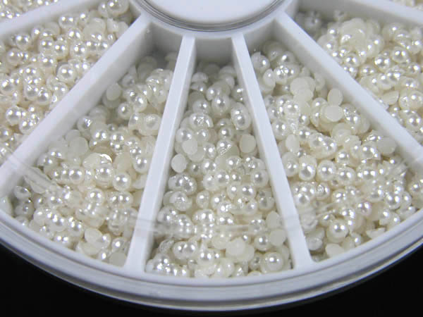600 small pearls in a rondell