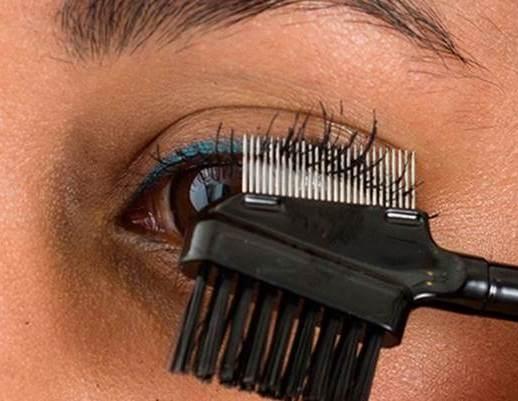 eyelashcombmetalend.jpg